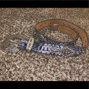 Black/Silver Ariat Western Belt, lots of bling!